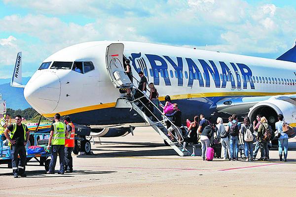 Ryanair tancarà la seva base a l'aeroport de Girona el gener del 2020