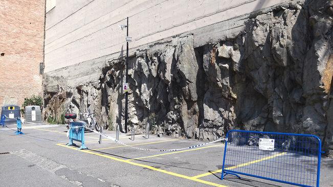 Tanquen una part d'un aparcament de l'avinguda Meritxell per risc d'esllavissades