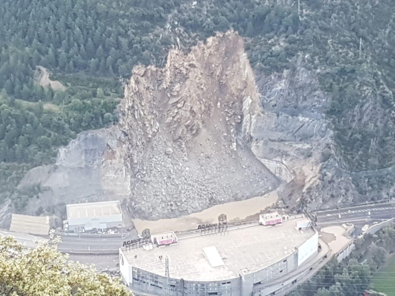 Tallats els accessos d'entrada i sortida a Andorra per important esllavissada
