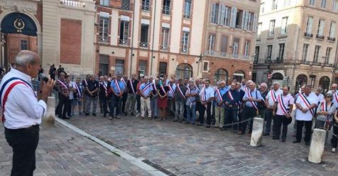 Manifestació a Tolosa: 103 alcaldes de l'Arieja s'hi rebel·len contra l'ós Goliat