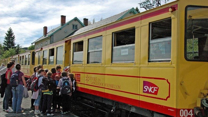 Oposició a la reducció dels horaris d'obertura d'algunes estacions del Tren Groc