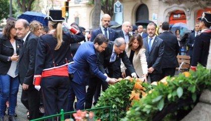 L'himne espanyol es cola en l'ofrena al monument de Rafael Casanova