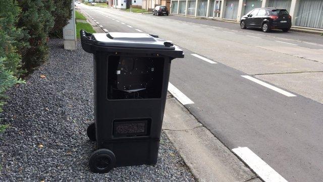 Arriben a les carreteres del sud de França radars amagats en contenidors d'escombraries