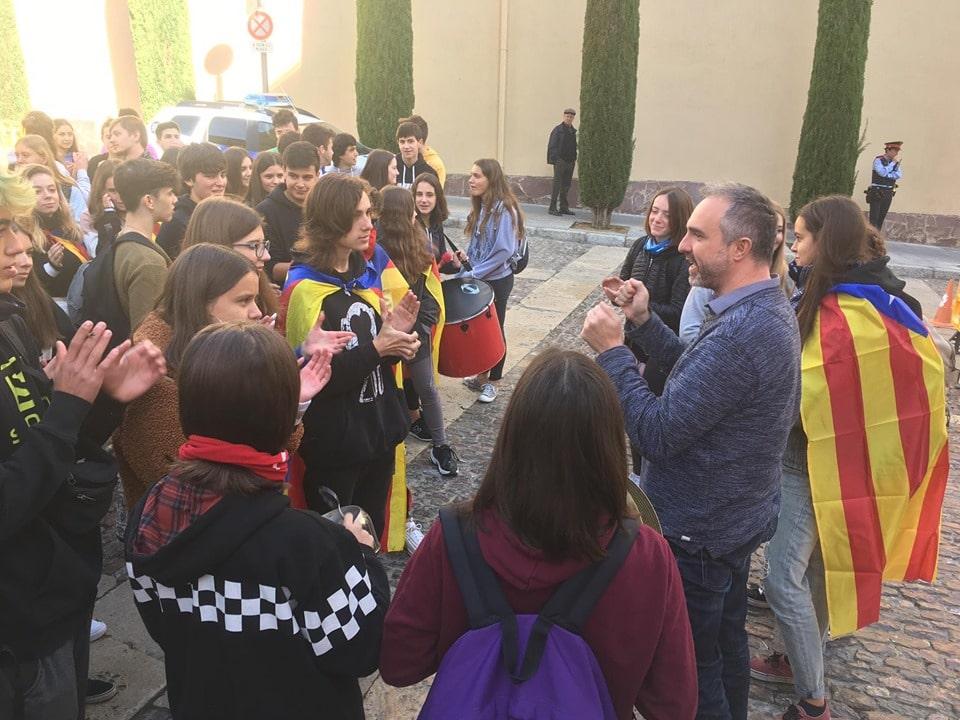 Jordi Fàbrega rep una cinquantena d'alumnes dels instituts contraris a la sentència del 'procés'