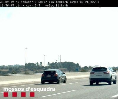 Denunciat un conductor andorrà per circular a 211 km/h per l'A-2, a Cervera