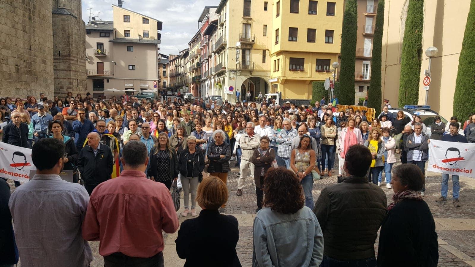 Unes 150 persones es concentren a la Seu contra la sentència del 'procés'