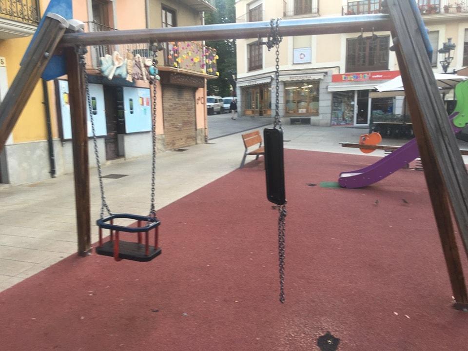 Queixes veïnals pel mal estat dels parcs i les zones infantils de Puigcerdà