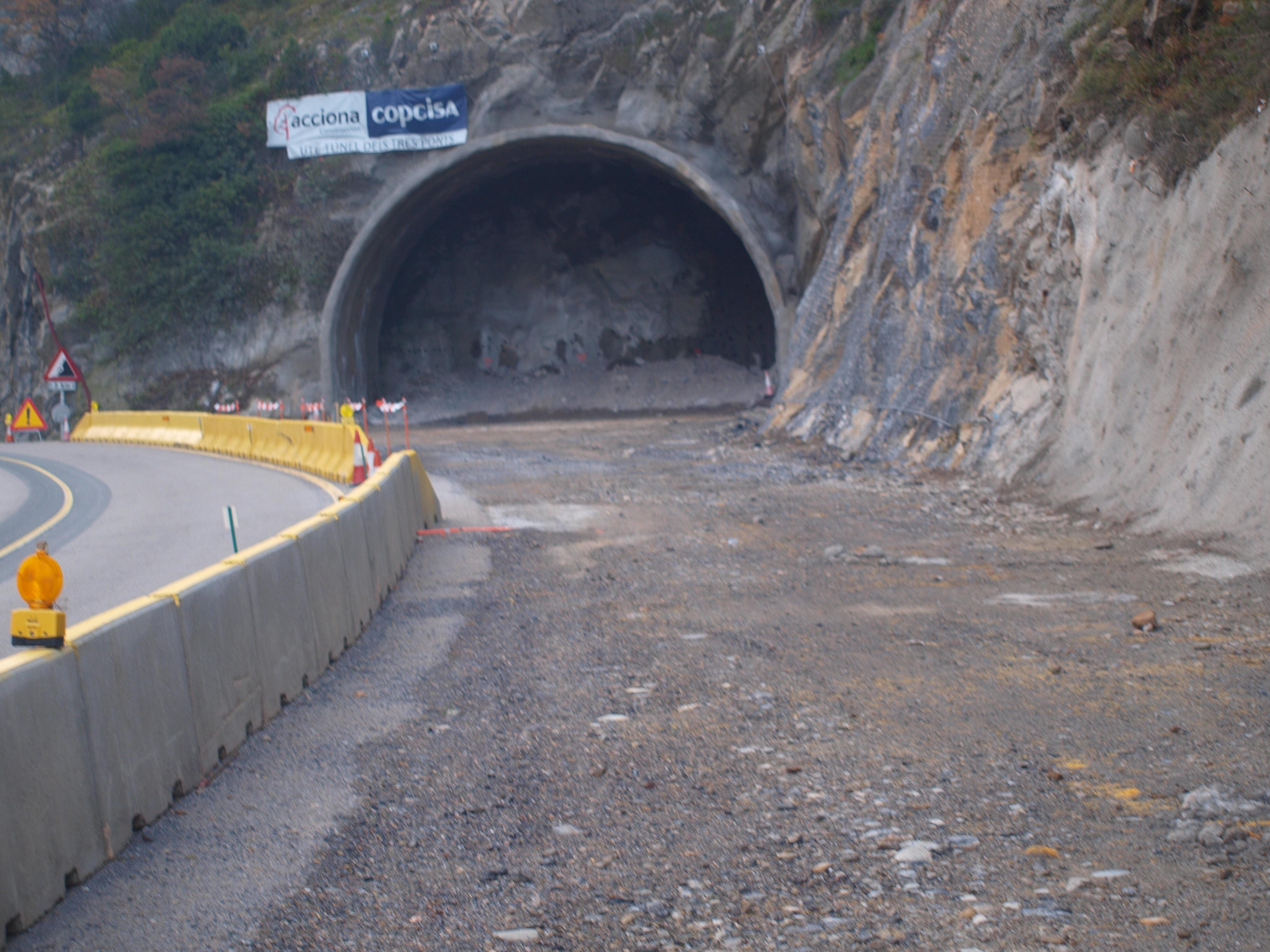 Eixamplar l'actual túnel de Tres Ponts obliga a desviar el trànsit per l'antiga carretera