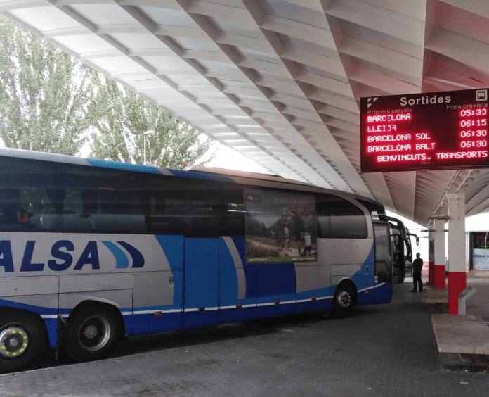 Passatgers amb abonaments del bus la Seu d'Urgell-Barcelona es queden a terra