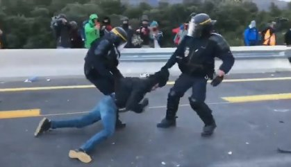 Gas pebre i 19 detinguts a la frontera