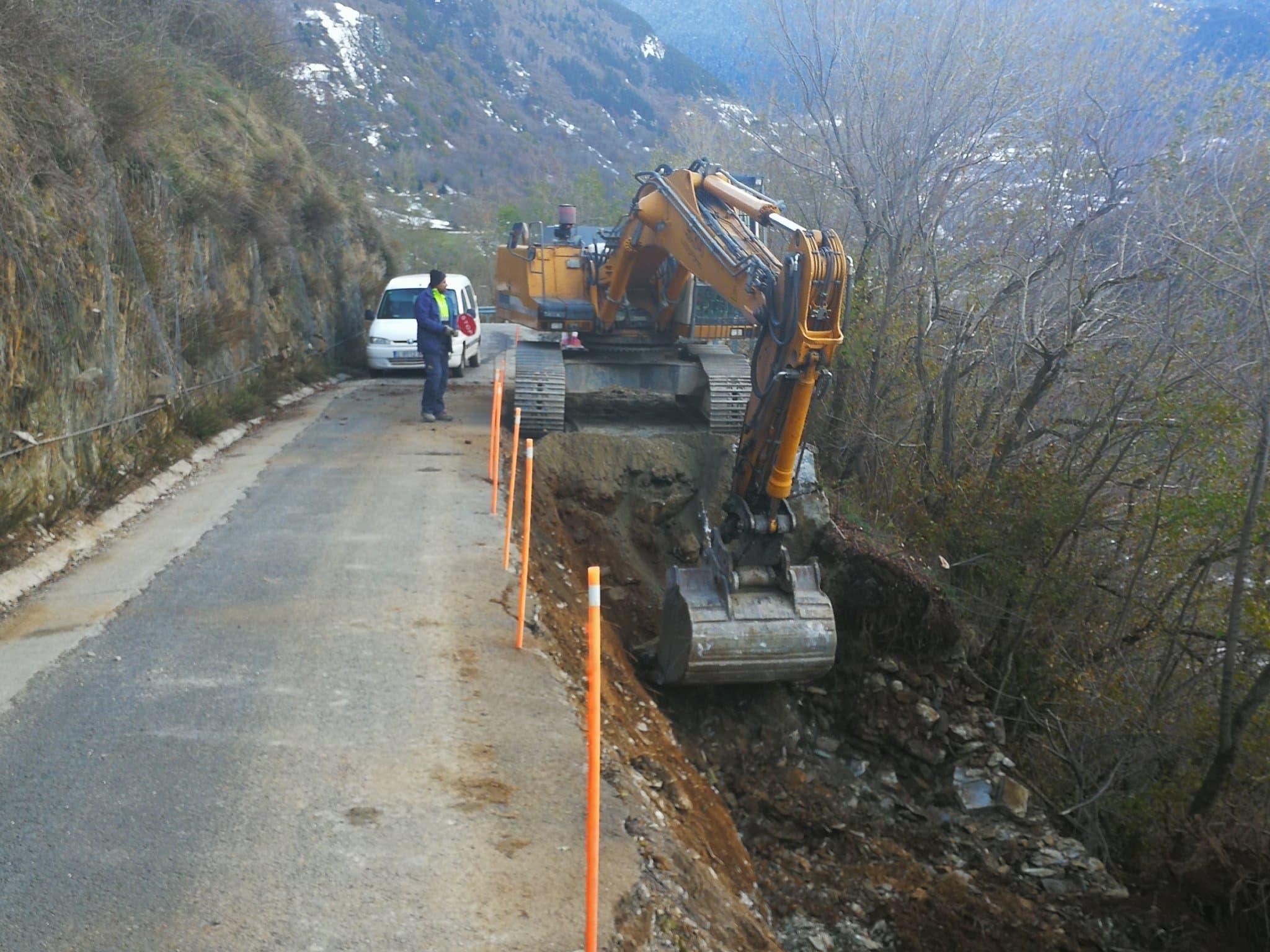 Restriccions de trànsit per obres a la carretera per accedir a Mont i Montcorbau, a Vielha