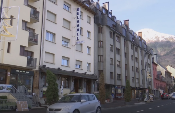 Aran projecta que hotels tancats es transformin en pisos assequibles per a joves i treballadors