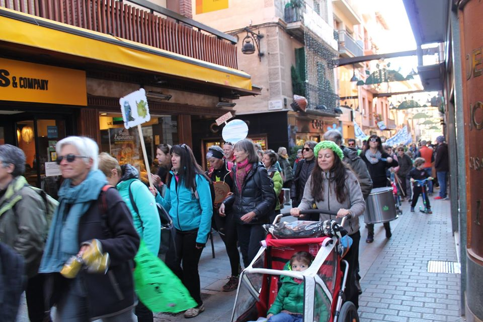 Massiva participació en la Marxa transfronterera pel clima Guingueta d'Ix – Puigcerdà