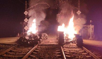 La crema de pneumàtics interromp la circulació de trens entre Riudellots i Caldes