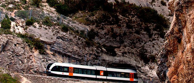 Sense servei la línia entre la Pobla i Balaguer pel xoc d'un tren contra unes roques