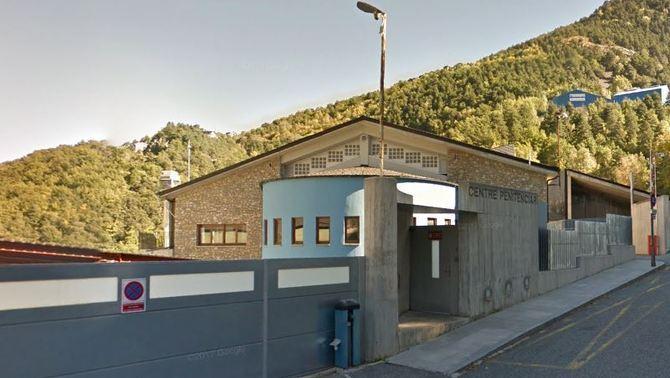 El PS lamenta l'inici d'expedients a tres funcionaris de la presó sense esperar l'auditoria