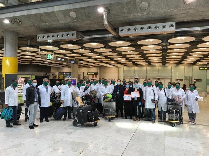 Els 39 sanitaris cubans arriben a Madrid i viatgen ja cap a Andorra