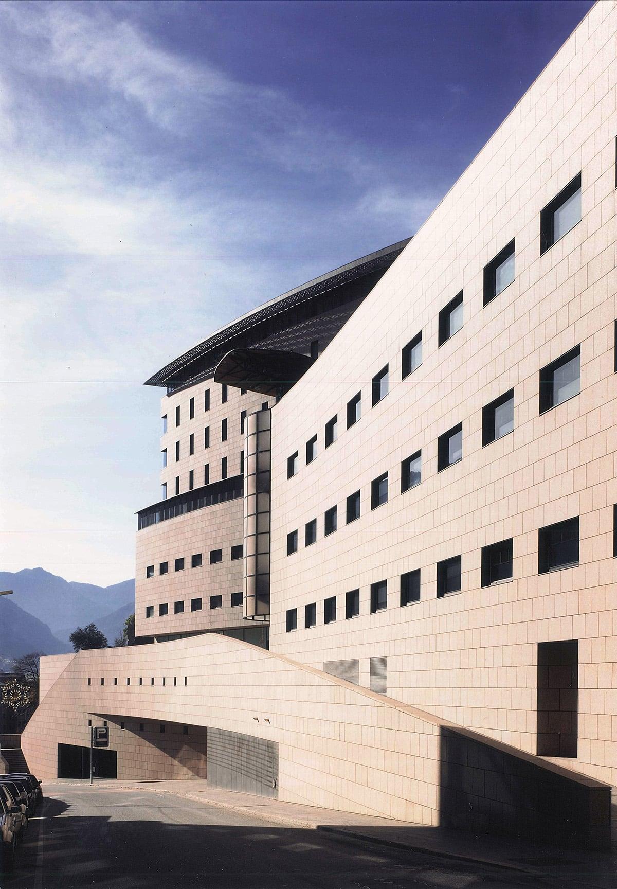 88 casos positius de coronavirus a Andorra i trasllat d'interns de residències a hotels