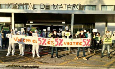 Concentració de sanitaris contra la 'pagueta' del govern de Quim Torra