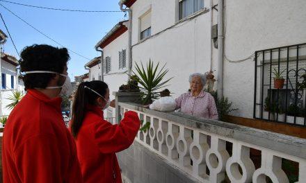 """La Fundació """"la Caixa"""" i la Creu Roja a Catalunya impulsen una aliança per ajudar a les persones grans durant el confinament"""