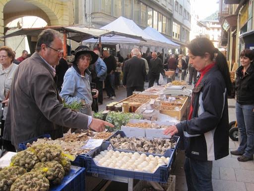 El mercat d'aliments a l'aire lliure de la Seu d'Urgell reobrirà dimarts vinent