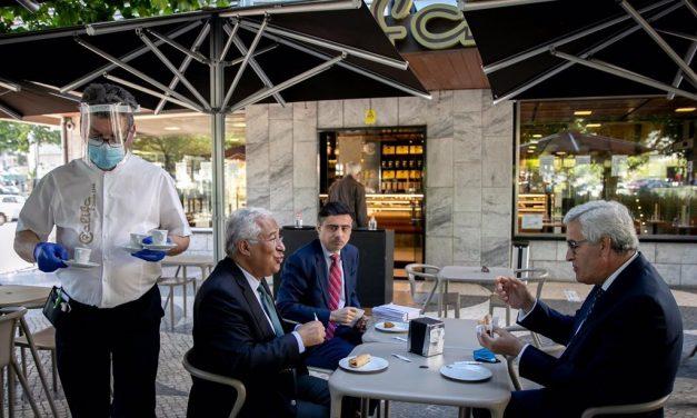 """Las escuelas y los restaurantes han vuelto a abrirse en la """"fase dos"""" en Portugal"""