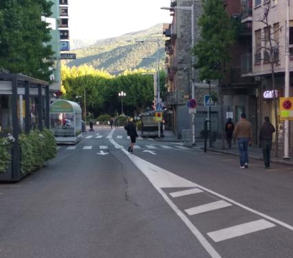 Nyap de l'ajuntament de Fàbrega a la zona de vianants de Sant Ot