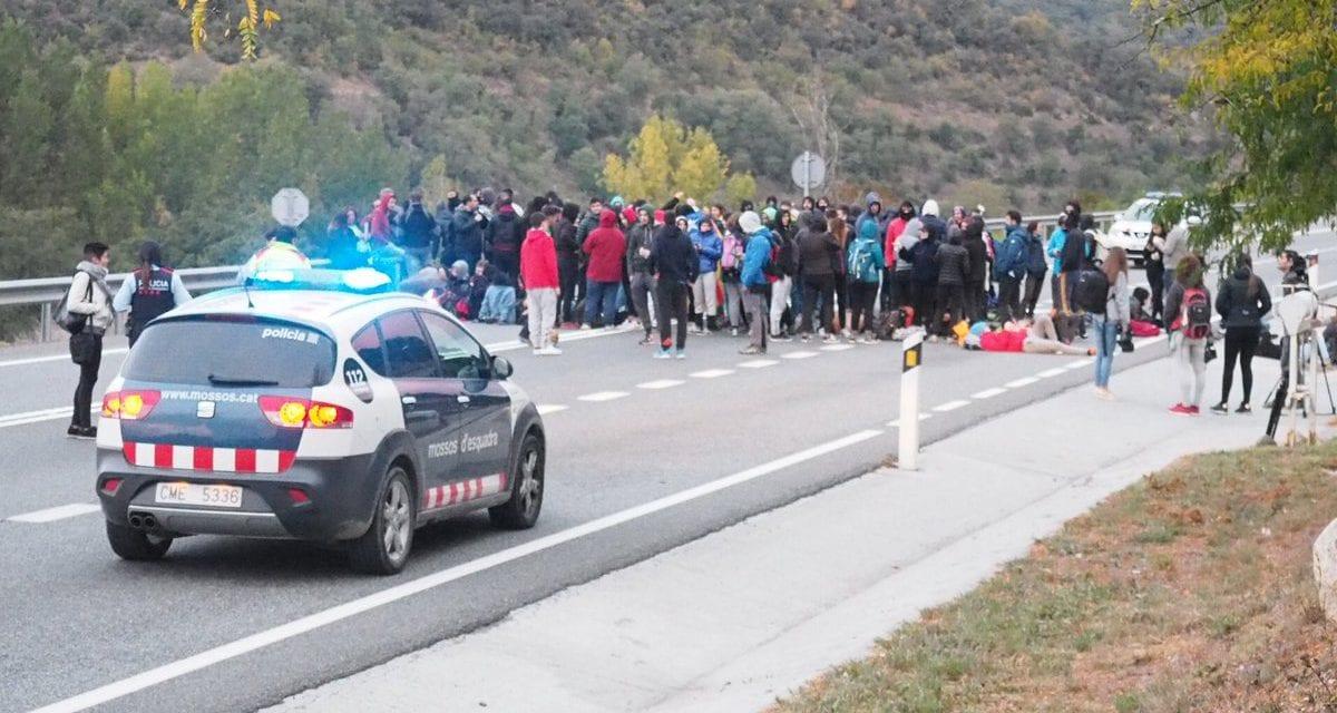 Els andorrans retreuen a Fàbrega els silencis còmplices durant els talls de l'N-145