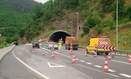 Continuen els treballs per restablir el trànsit per l'N-145 a la Seu amb desviaments alternatius