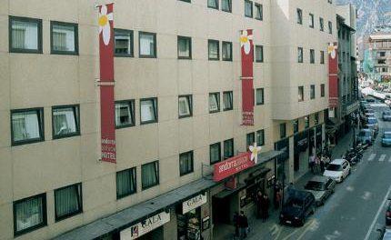 La majoria d'establiments hotelers d'Andorra reobren a 'mig gas' d'ocupació al juliol i a l'agost