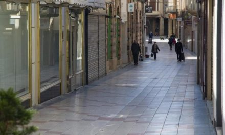 """El comerç de Lleida diu """"prou!"""" i exigeix mesures """"menys dràstiques"""" per controlar els brots"""