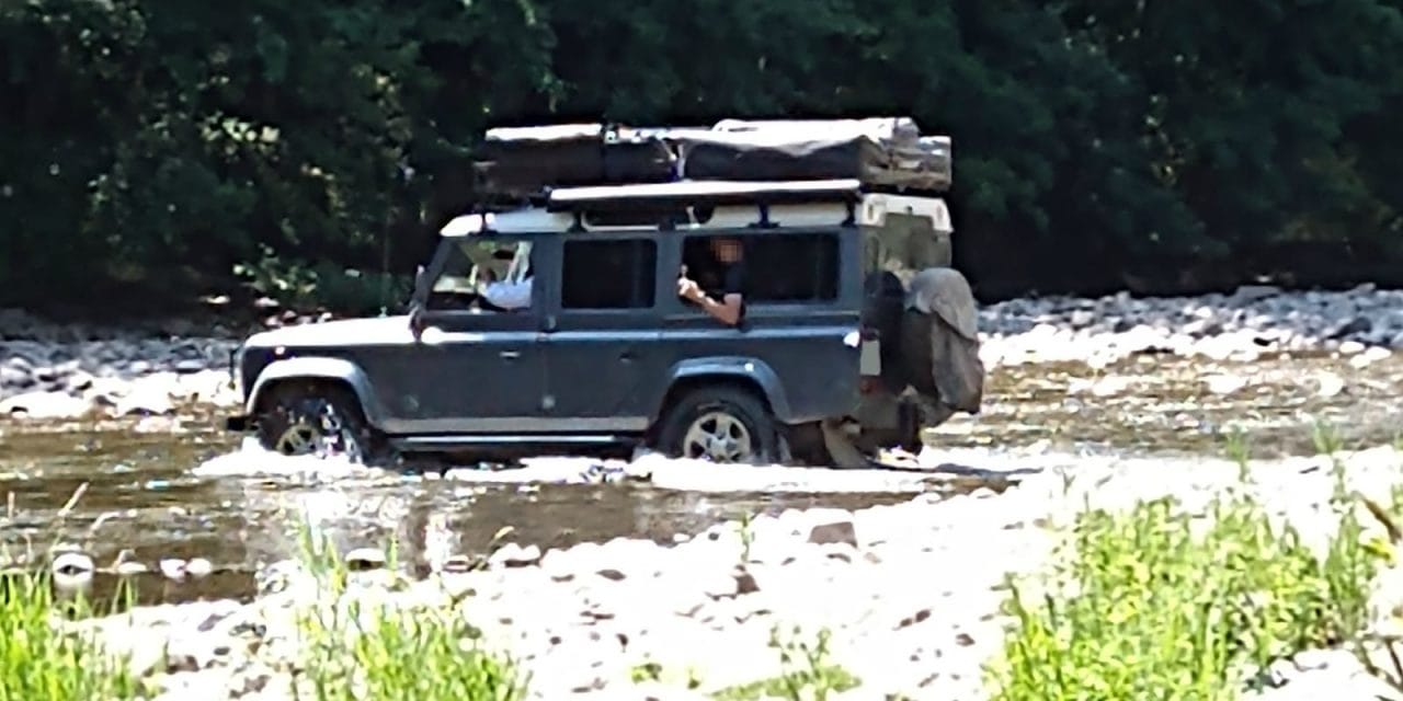 Denuncien dos conductors per circular camp a través pel llit del riu Noguera Pallaresa