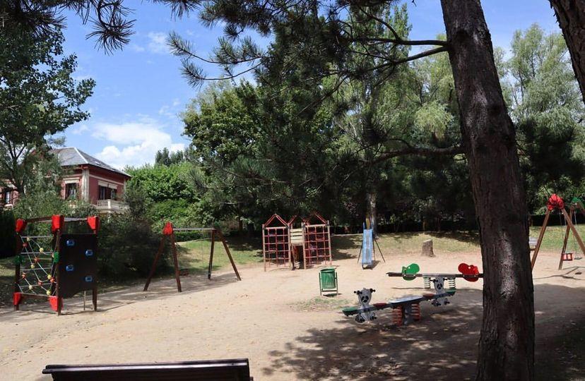 Puigcerdà prohibeix els accessos a parcs infantils i zones esportives per lluitar contra la covid