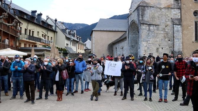 Unes 400 persones de diferents sectors turístics es manifesten a Vielha per reclamar mesures urgents