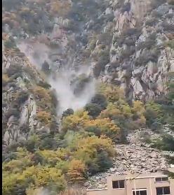 Una roca de cinc metres cúbics cau a la zona de l'antic hospital a Andorra la Vella