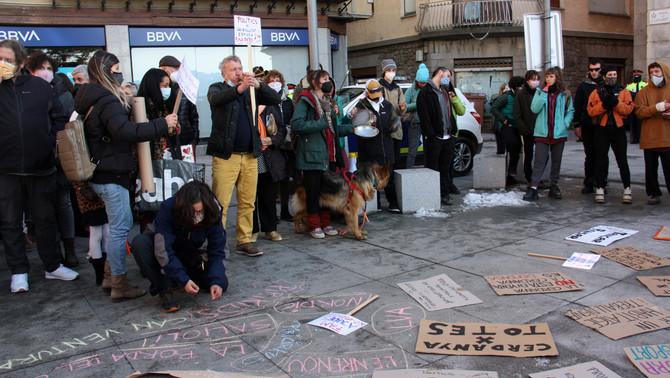 Concentració a Puigcerdà per protestar contra el confinament perimetral de la Cerdanya