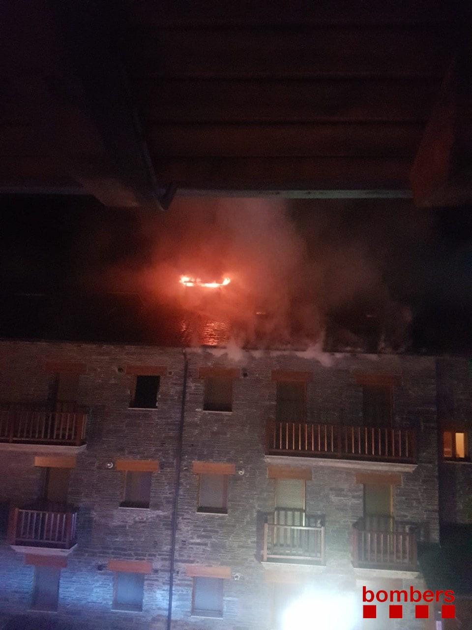 L'incendi en un edifici obliga a desallotjar set persones a Bellver de Cerdanya