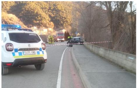 Quatre ferits en un xoc frontal a prop del Parc del Segre de la Seu d'Urgell