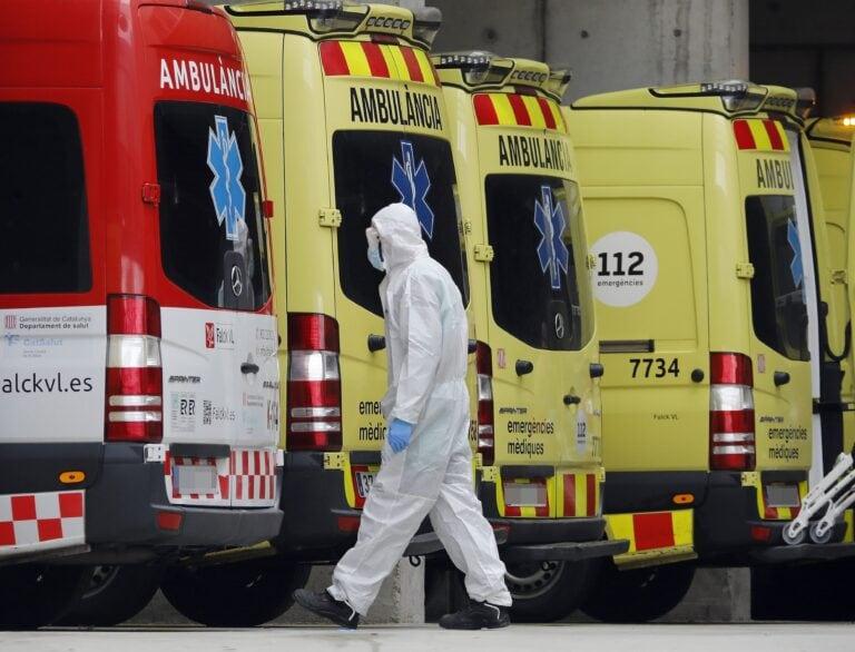 Catalunya suma 4.473 positius, 122 defuncions i 40 ingressats als hospitals en 24 hores