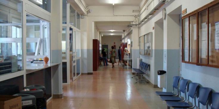 Quatre aules escolars confinades a la Seu, uns dies després de la tornada de vacances de Nadal