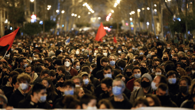 14 detinguts en la nit més violenta a Barcelona pel raper Pablo Hasél