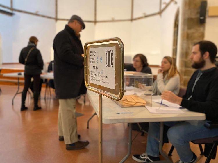 Gairebé cent persones de la Seu presenten excuses per no anar a les meses electorals el 14-F